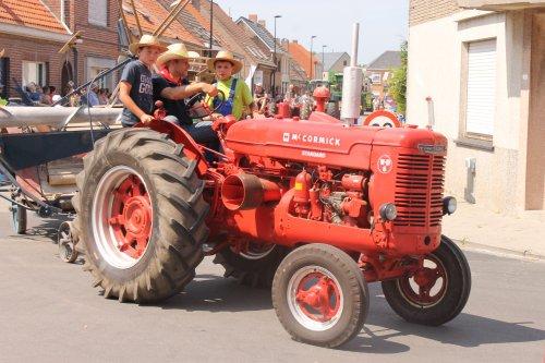 Foto van een Mc-Cormick WD6, bezig met poseren.  Landbouwoptocht sint margriete kermis 21-7-13.. Geplaatst door NHtvt135 op 18-08-2013 om 13:29:19, op TractorFan.nl - de nummer 1 tractor foto website.