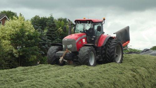 Van der Vegt uit Mariënheem met hun Mc-Cormick TTX 190, aan het gras inkuilen, nu meer op http://www.trekkertrekker.nl/gastfotos-van-ronald-pekkeriet-85/