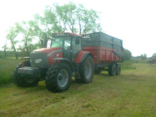 Foto van een Mc-Cormick MTX 150, bezig met gras inkuilen.. Geplaatst door Floris.T op 01-02-2014 om 12:27:32, op TractorFan.nl - de nummer 1 tractor foto website.