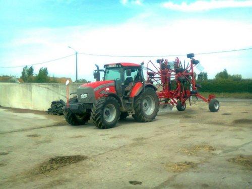 Foto van een Mc-Cormick MTX 150, bezig met gras harken.. Geplaatst door Floris.T op 01-02-2014 om 12:28:34, op TractorFan.nl - de nummer 1 tractor foto website.