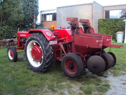 Nieuwe aanwinst: dubbelrij Mc Cormick aardappelplanter, type D-200. :) http://www.mccormickihc.tk. Geplaatst door IHC-power op 29-08-2014 om 17:25:00, met 12 reacties.