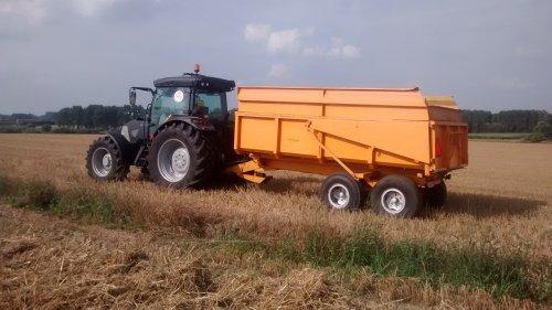 Foto van een Mc-Cormick MC 135.. Geplaatst door wouter-de-raeve op 18-10-2014 om 18:44:04, op TractorFan.nl - de nummer 1 tractor foto website.