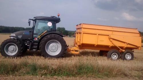 Foto van een Mc-Cormick MC 135, bezig met maaidorsen.. Geplaatst door wouter-de-raeve op 18-10-2014 om 18:47:02, op TractorFan.nl - de nummer 1 tractor foto website.