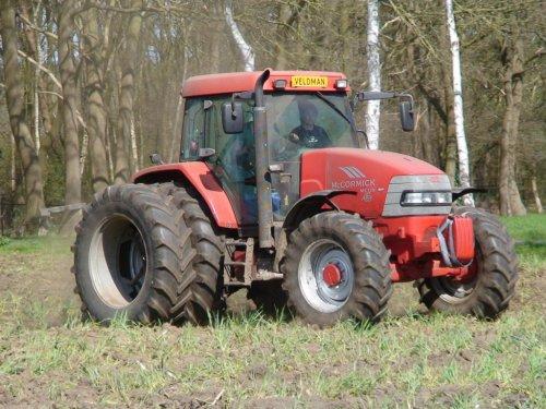 18 april 2015 - Diepwoelen met een Mc-Cormick MC120 in Luttenberg. Geplaatst door joop2 op 19-04-2015 om 21:22:08, op TractorFan.nl - de nummer 1 tractor foto website.