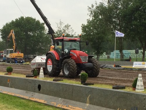 Foto van een Mc-Cormick X7.450 , druk bezig met Tractorpulling.. Geplaatst door HolderB12 op 29-05-2015 om 20:59:45, op TractorFan.nl - de nummer 1 tractor foto website.