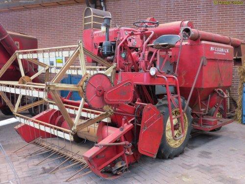 Foto van een Mc-Cormick D8-61, bezig met poseren.. Geplaatst door oldtimergek op 08-06-2015 om 11:07:37, op TractorFan.nl - de nummer 1 tractor foto website.