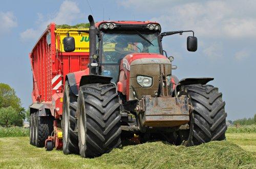 Een niet alledaagse verschijning van Hoekstra Hantumhuizen (Fr.). Geplaatst door SiegerJD op 22-05-2016 om 12:03:14, op TractorFan.nl - de nummer 1 tractor foto website.