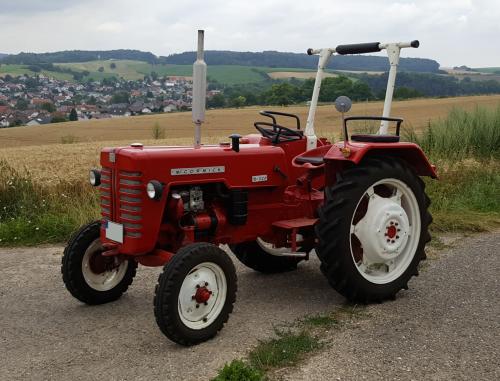 McCormick D-326 geen hydrauliek & verticaal uitlaat (origineel) Bouwjaar 1962 (november). Geplaatst door otto-normalverbraucher op 24-07-2016 om 16:11:49, op TractorFan.nl - de nummer 1 tractor foto website.