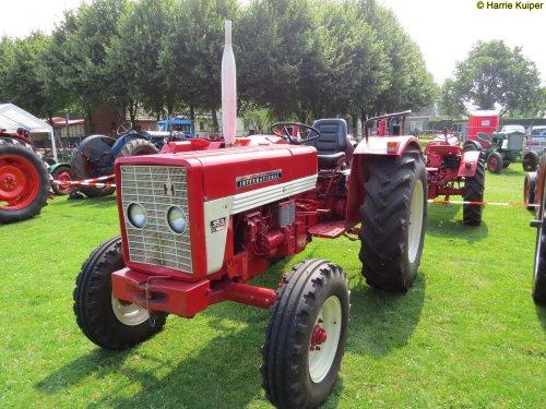 Foto van een Mc-Cormick 353  , oldtimerdag Siepelveen 23-07-2016. Geplaatst door oldtimergek op 26-07-2016 om 00:05:52, op TractorFan.nl - de nummer 1 tractor foto website.