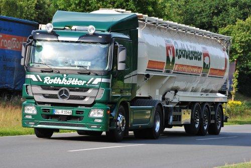 Foto van een Mercedes-Benz Actros MP3, opgebouwd voor bulktransport.. Geplaatst door Lucas Ensing op 01-05-2018 om 11:01:16, op TractorFan.nl - de nummer 1 tractor foto website.