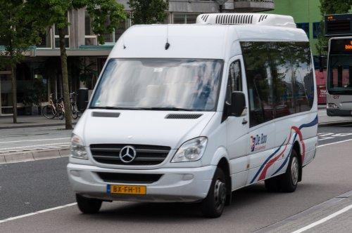 Foto van een Mercedes-Benz Sprinter, opgebouwd voor personenvervoer.. Geplaatst door xrayjaco op 13-08-2016 om 18:07:37, op TractorFan.nl - de nummer 1 tractor foto website.