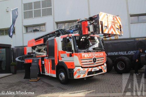 Foto van een Mercedes-Benz Atego MP4, opgebouwd als brandweer.. Geplaatst door Alex Miedema op 01-12-2018 om 14:09:42, op TractorFan.nl - de nummer 1 tractor foto website.