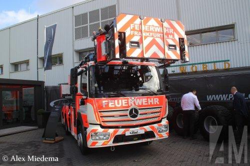 Foto van een Mercedes-Benz Atego MP4, opgebouwd als brandweer.. Geplaatst door Alex Miedema op 01-12-2018 om 14:09:44, op TractorFan.nl - de nummer 1 tractor foto website.