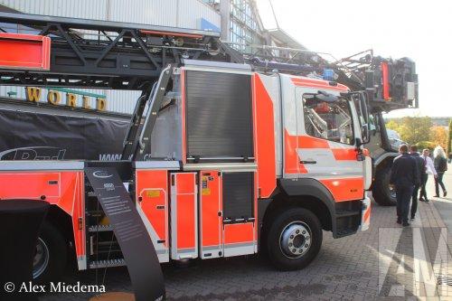Foto van een Mercedes-Benz Atego MP4, opgebouwd als brandweer.. Geplaatst door Alex Miedema op 01-12-2018 om 14:09:45, op TractorFan.nl - de nummer 1 tractor foto website.