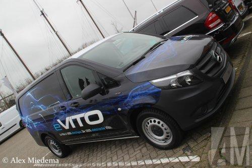 Daimler AG (Stuttgart (D)) ×, Wensink (Zwolle) × op de foto met een Mercedes-Benz eVito, opgebouwd met gesloten opbouw.