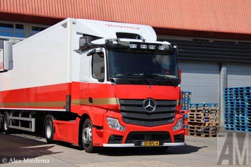 Kijk, daar heb je  Borgesius Convenience (Leeuwarden) × met een Mercedes-Benz Actros MP5, opgebouwd met gesloten opbouw.