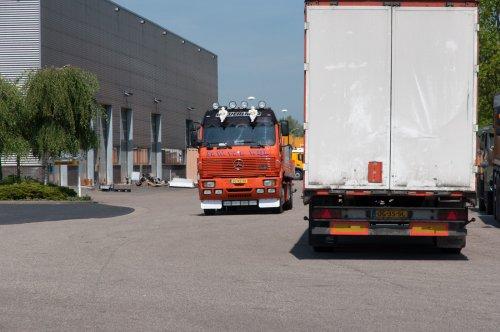 Foto van een Mercedes-Benz SK, opgebouwd voor dierenvervoer. Vervoer van levende paling.. Geplaatst door xrayjaco op 17-05-2014 om 16:39:32, met 2 reacties.
