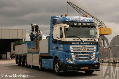 Foto van een Mercedes-Benz Actros MP4, opgebouwd voor steentransport.. Geplaatst door Alex Miedema op 02-07-2014 om 18:46:46, op TractorFan.nl - de nummer 1 tractor foto website.