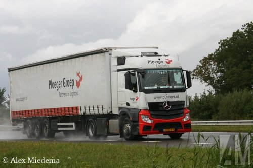 Foto van een Mercedes-Benz Actros MP4, opgebouwd als zeilenwagen.. Geplaatst door Alex Miedema op 19-08-2014 om 16:06:41, op TractorFan.nl - de nummer 1 tractor foto website.