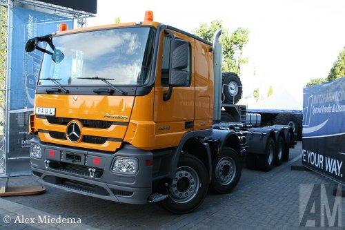 Foto van een Mercedes-Benz Actros 5548, door Paul omgebouwd tot vijfasser.. Geplaatst door Alex Miedema op 20-02-2014 om 18:59:34, op TractorFan.nl - de nummer 1 tractor foto website.