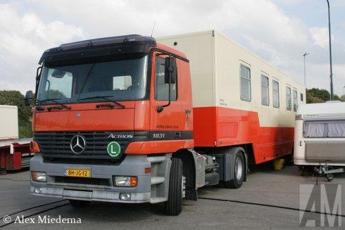 Foto van een Mercedes-Benz Actros MP1.. Geplaatst door Alex Miedema op 13-09-2014 om 20:13:44, op TractorFan.nl - de nummer 1 tractor foto website.