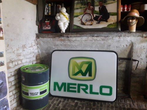Foto van een Merlo neonverlichting.een beetje gered van de container,te mooi om weg te gooien.. Geplaatst door stijn-de-bock op 09-02-2019 om 06:09:02, met 11 reacties.