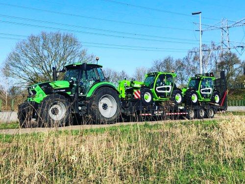Merlo dealer J.W. Hoff uit Westerhaar leverd deze zaterdagmorgen twee Merlo TF33.7-115L af bij een groot pluimveebedrijf in Twente.