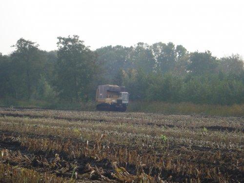 Foto van een Mitsubishi 2001, bezig met dumperen.. Geplaatst door jan auke op 14-10-2008 om 22:32:51, op TractorFan.nl - de nummer 1 tractor foto website.