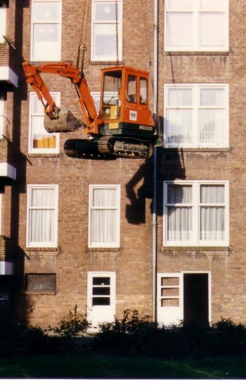 Foto van een Mitsubishi, werken op hoogte. oude foto van mn pa. Geplaatst door SikuisSuper op 17-03-2009 om 19:38:10, met 9 reacties.