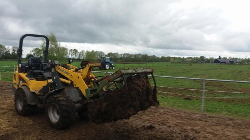 Foto van een Mustang AL 506. Geplaatst door jannie2001 op 27-04-2018 om 20:35:00, op TractorFan.nl - de nummer 1 tractor foto website.