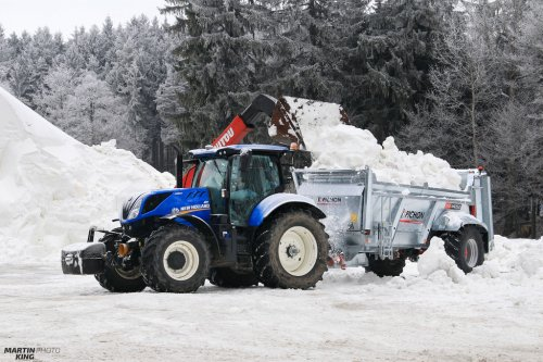 Today's preparation of courses for the IBU Biathlon World Cup 2016 Nove Mesto na Morave  New Holland T7.225 with the Pichon Muck Master M1250 spreader  more photos you can find also on  [url=https://www.flickr.com/photos/129661619@N08/]Flickr page[/url] | [url=https://www.facebook.com/DYNASTYphotography-204551272942391/]Facebook DYNASTYphotography[/url] | [url=https://www.instagram.com/lukaskralphoto/]instagram lukaskralphoto[/url] | [url=https://www.instagram.com/martin939king/]instagram martinking[/url]