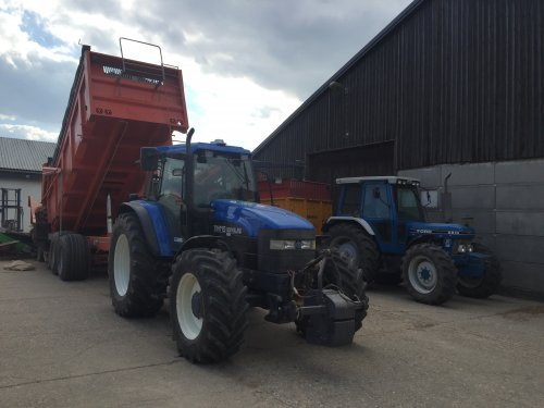 New Holland TM 115 van Ford 2000 s