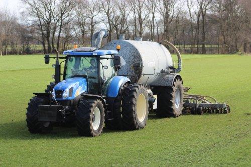 New Holland TS 135 A van Hakselaar