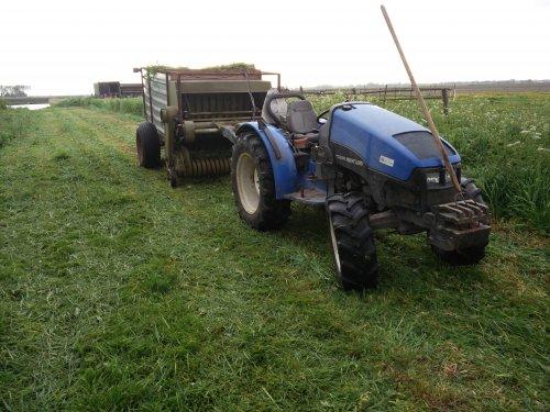 New Holland TCE 40 van JohnDeere5085