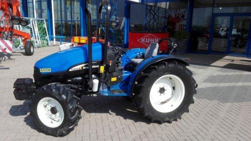 Foto van een New Holland TCE 50. Geplaatst door Andre@djms.eu op 02-07-2017 om 11:06:40, op TractorFan.nl - de nummer 1 tractor foto website.
