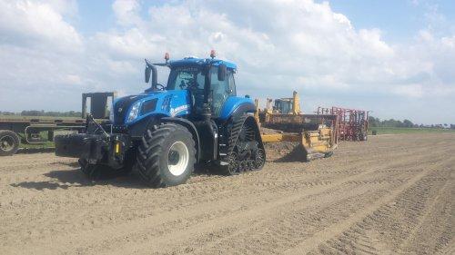 Foto van een New Holland T 8.435. Geplaatst door sandermiedema3 op 17-07-2017 om 22:19:57, op TractorFan.nl - de nummer 1 tractor foto website.