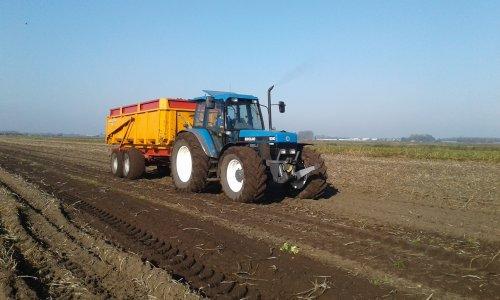 Foto van een New Holland 8340. Geplaatst door new hollandfan op 23-10-2017 om 12:14:46, op TractorFan.nl - de nummer 1 tractor foto website.