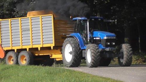 22 september 2017 - Op de foto de New Holland 8670A trekker met Veenhuis silagewagen! https://www.youtube.com/watch?v=NMUsPEKSuPM