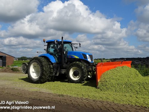 New Holland T 7030 van JohanNunspeetElspeet