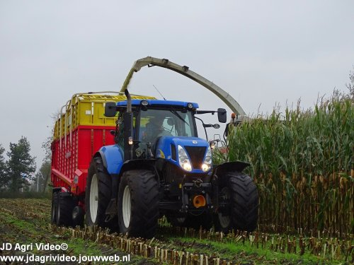 New Holland T 7050 van JohanNunspeetElspeet