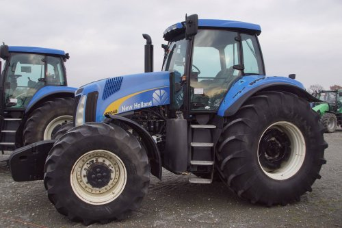 New Holland T 8040 van jans-eising