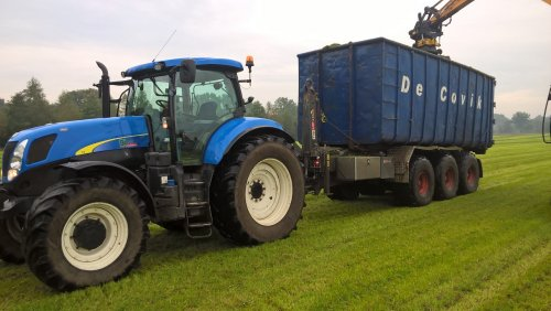 New Holland T 7030 van Nelis