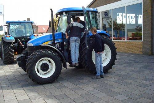 Foto van een New Holland Onbekend.. Geplaatst door joost5432 op 26-04-2008 om 20:41:15, met 12 reacties.