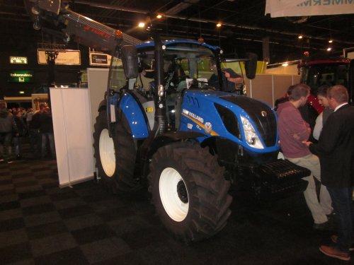 Foto van een New Holland T 5.110. Geplaatst door jordi 1455 op 10-01-2018 om 21:08:03, op TractorFan.nl - de nummer 1 tractor foto website.