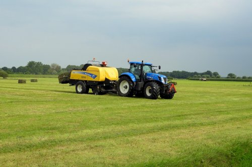 New Holland T 7000 van pekkerietfan