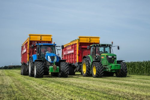 New Holland T 7040 van LandbouwLeistra