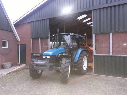 Foto van een New Holland 6635  De nieuwe aanwinst. Geplaatst door jim power op 02-02-2018 om 19:53:45, op TractorFan.nl - de nummer 1 tractor foto website.