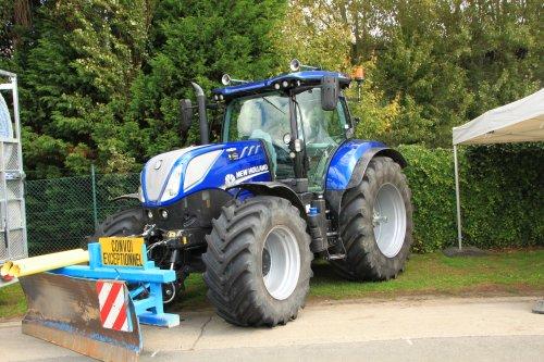 Foto van een New Holland T 7.225. Geplaatst door alfredo op 11-02-2018 om 12:10:38, op TractorFan.nl - de nummer 1 tractor foto website.