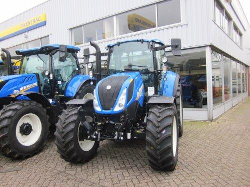 Foto van een New Holland T 5.110. Geplaatst door jordi 1455 op 27-02-2018 om 22:54:59, op TractorFan.nl - de nummer 1 tractor foto website.