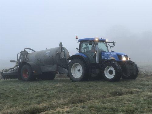 Op deze foto is Brouwer Wenum (Wenum) × actief met een New Holland TS 115 A.. Geplaatst door Jorrick 1455XL op 26-03-2018 om 09:16:42, op TractorFan.nl - de nummer 1 tractor foto website.